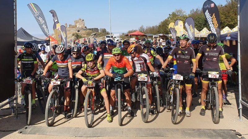"""200 de cicliști din trei țări au luat cu asalt Cetatea Șiriei cu ocazia celei de-a doua ediții a """"Arad MTB Tropy"""""""