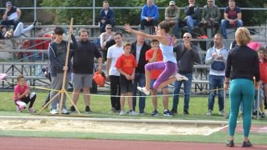 Photo of Aproximativ 170 de copii au alergat în memoria profesorilor Indreica și Mărginean: Atleții arădeni au urcat de 13 ori pe podium!