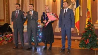 """Photo of Printre emoţii şi lacrimi la decernarea titlului de """"Cetăţean de Onoare"""" al Aradului, Dodean a promis: """"Îmi voi termina cariera acasă!"""""""