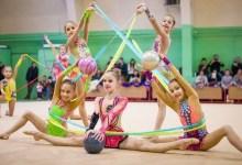 """Photo of Antrenamente online pentru gimnastele arădene de la ritmică: """"Ne adaptăm vremurilor şi condiţiilor"""""""