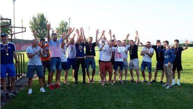 """Photo of Zăbraniul și-a luat medaliile de campioni la finalul antrenamentului oficial pentru barajul cu Ezerișul: """"Continuați tradiția Aradului!"""""""