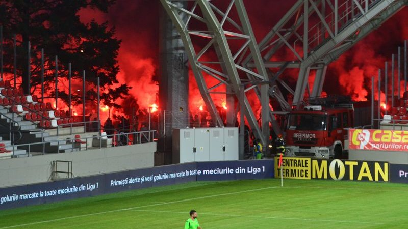 """Miniștrii Stroe și Tătaru, despre posibilitatea revenirii suporterilor pe stadioane: """"Rediscutăm după 1 octombrie, până când vrem să terminăm și discuțiile cu cluburile"""""""