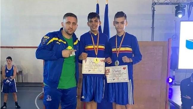 Aradul are din nou campioni naționali la box după mai bine de un deceniu: Frații Otvoș l-au făcut mândru pe Ruben Stoia!