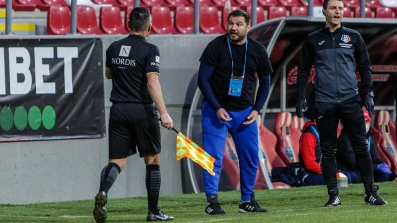 """Croitoru nu e trist, nici fericit după remiza de la Arad, dar are o observație despre starea gazonului: """"Nu se ridică la nivelul minunăției de stadion…"""""""