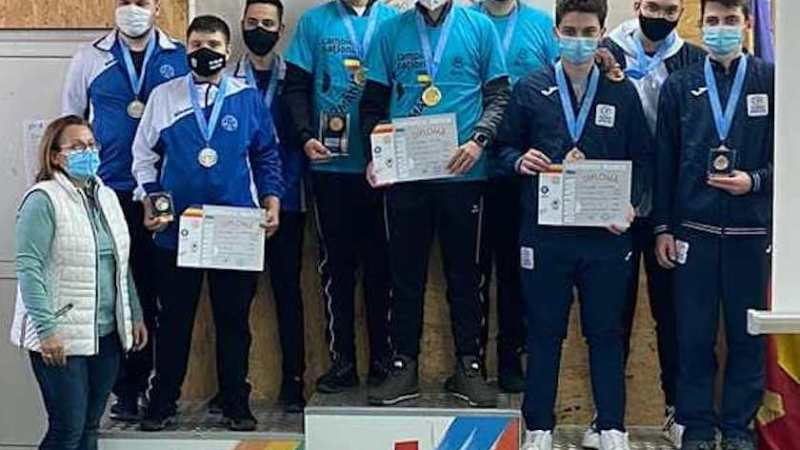 Tinerii pistolari arădeni s-au întors și ei cu medalii naționale și se pregătesc de europene!