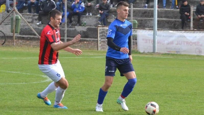 """""""Specialitatea Avrămuțiu"""" pentru un loc secund înainte de derby: Unirea Sântana – Frontiera Curtici  1-2"""