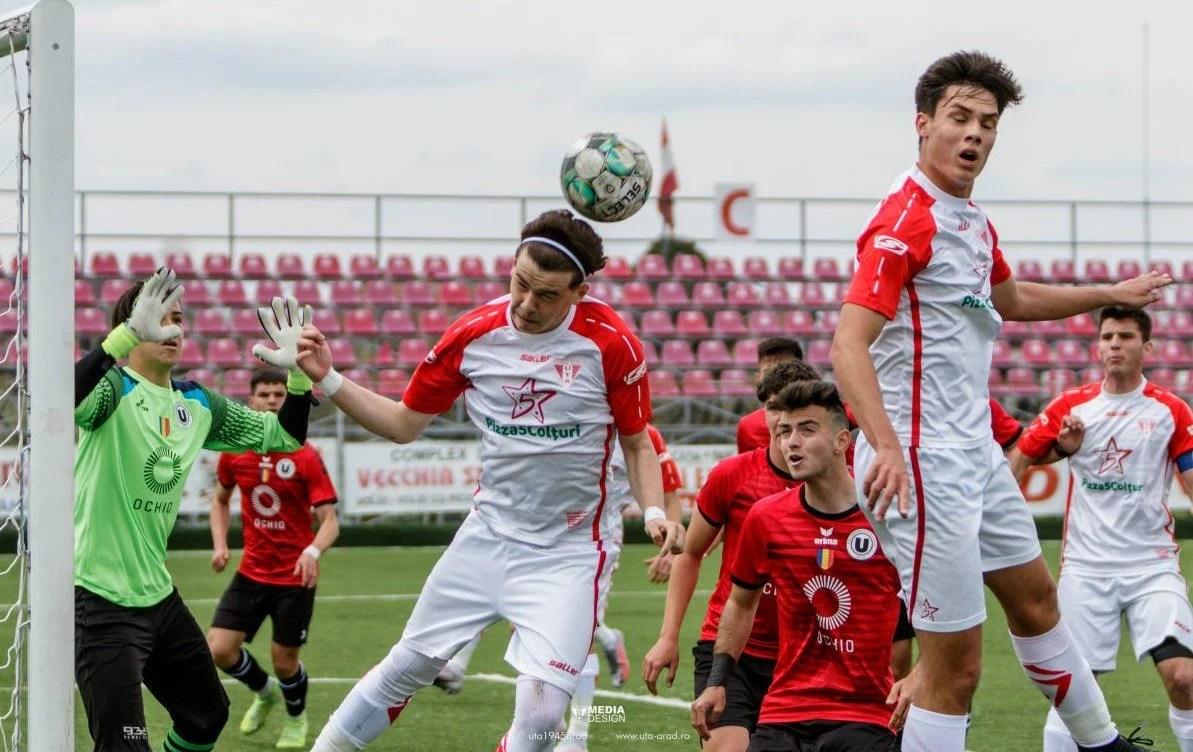 """Liga Elitelor: """"Șepcile roșii"""", bătute rău la Arad! Utiștii de la Under 17 revin pe primul loc în seria de Vest"""