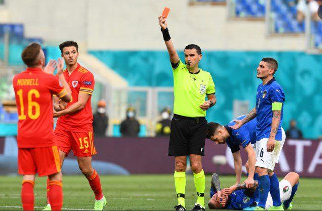 """""""Bad boy"""" Hațegan: Arbitrul arădean a mai acordat un cartonaș roșu la Euro, victimă – galezul Ampadu"""