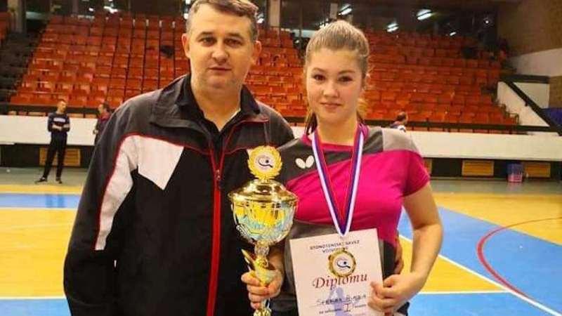 Alesia Sferlea s-a calificat în optimile Europenelor de tenis de masă cu naţionala de junioare II