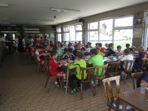 IMG_1781  Teilnehmer beim Mittagessen +++