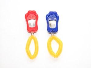 Кликер трехноновой в форме лапки с браслетом
