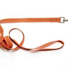 Поводок из прорезиненной стропы 20 мм оранжевый сталь