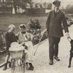 Слепой мужчина с поводырем-грюнендалем. Германия, 1920е гг.