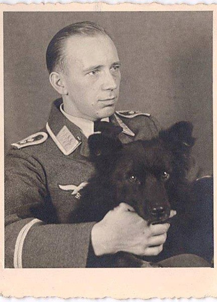 II мировая - германский офицер с конфискованным домашним грюнендалем