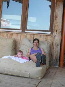 Sibille und Sabine relaxen auf der Burgeralm