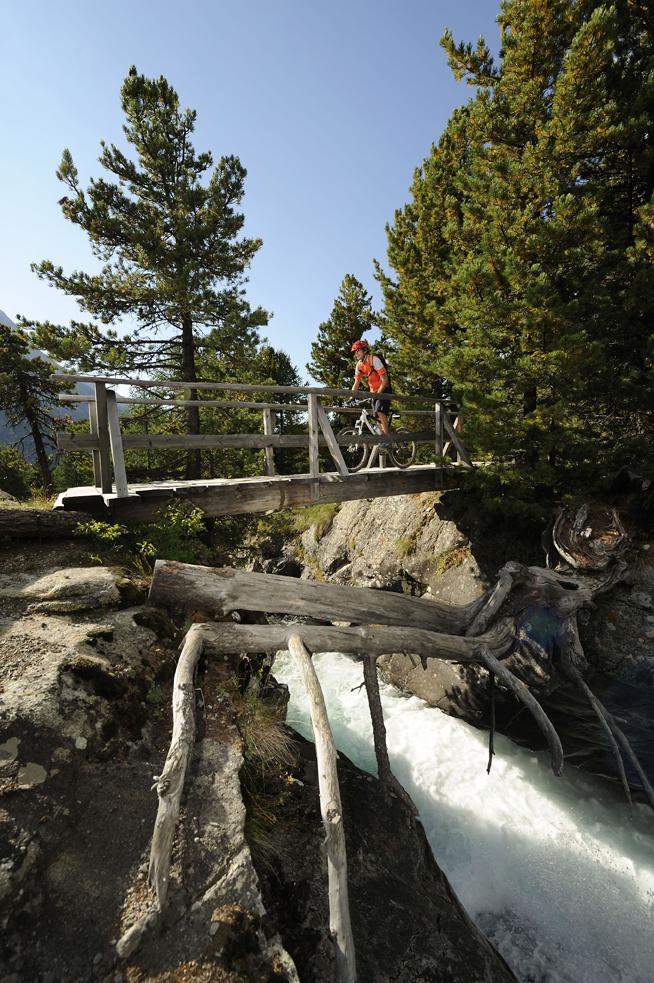 ENGADIN St. Moritz: Bernina-Express-Trail