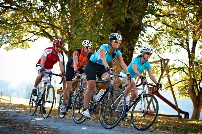 Rennradgruppe unterwegs in der Region Flachau im Salzburgerland