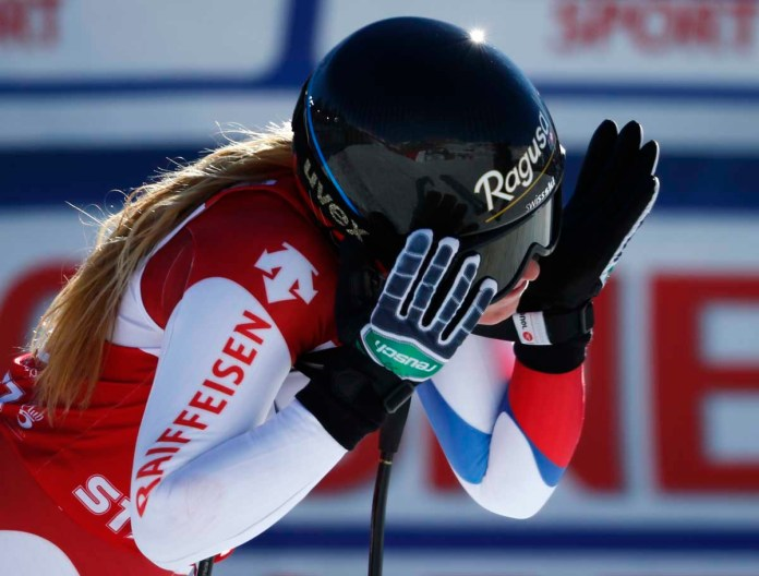 Lara Gut hadert im Ziel mit sich beim Super G-Rennen in St. Moritz