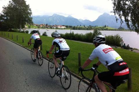 Hotel-Sommer-Radfahrer-auf-Tour