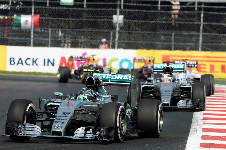 F1-Mexiko-Mercedes-on-track3