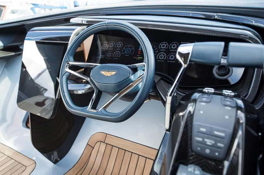 Aston Martin 37, Ruder + Instrumentenboard