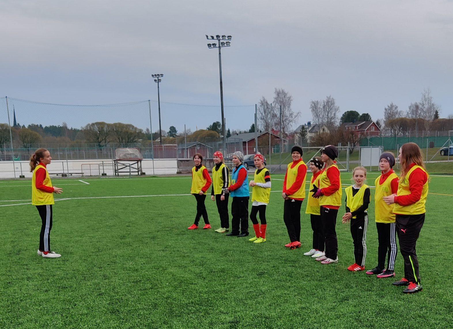 You are currently viewing Sportingin tyttöjoukkue T12 avaa jalkapallokautensa lauantaina (Brahekenttä, klo. 15.00)