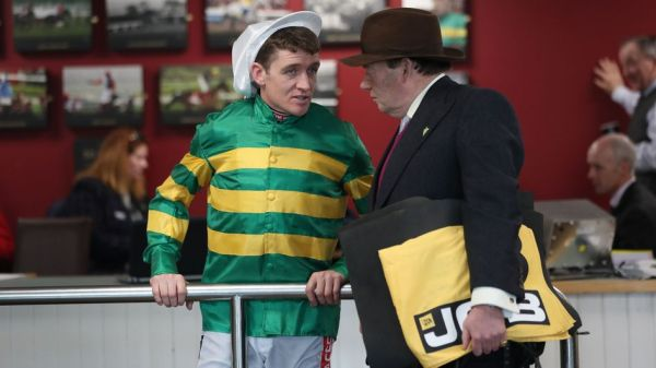 Barry Geraghty and Nicky Henderson in deep discussion