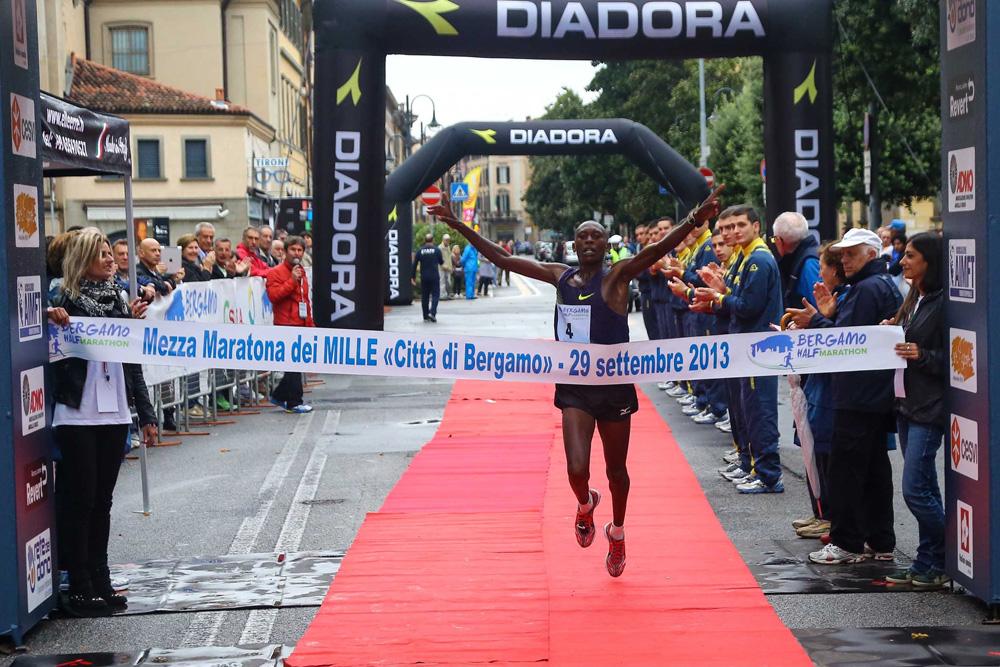 Mezza maratona di Bergamo: le foto della vittoria di Paul Tiongik ed Eliana Patelli