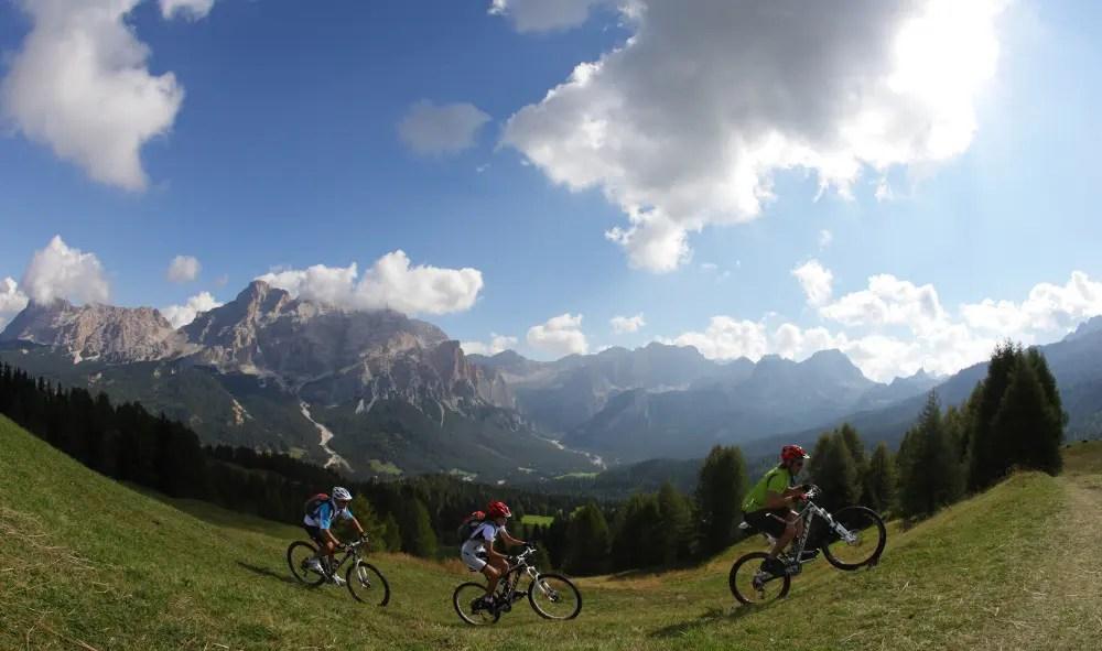 Dolomiti Super Summer: i percorsi da 2 giorni a una settimana da affrontare in mountain bike.