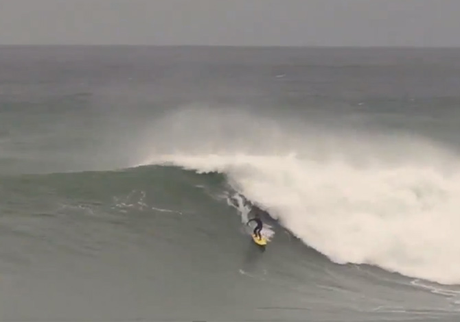 Surf sulle onde più grosse d'Europa
