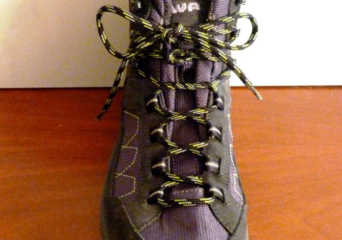 Come allacciare correttamente gli scarponi (ed evitare dolori)