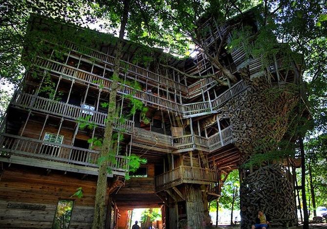 La casa sull'albero con 80 stanze (e le altre più incredibili treehouse al mondo)