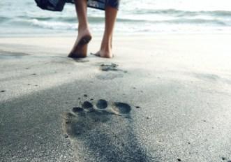 camminare a piedi nudi benefici