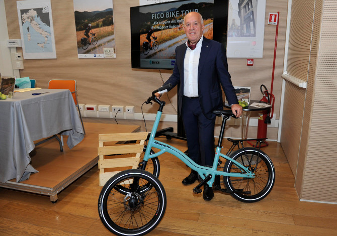 FICO cargo bike Bianchi