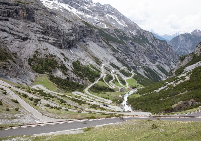 Sliding doors in bici: la storia di Daniele Cantoni e Contador raccontata pedalando da Bormio a Santa Caterina