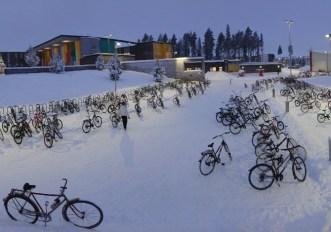 Oulu, la città in Finlandia dove i bambini vanno a scuola in bicicletta con - 17°C