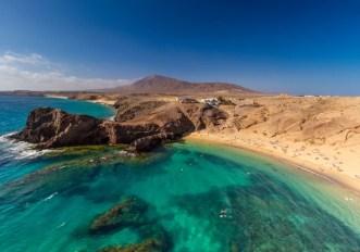 Primo volo turistico con passaporto sanitario: a luglio verso le Canarie