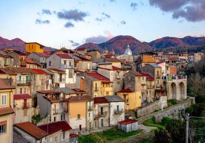 il borgo calabrese dove le case costano 1 euro