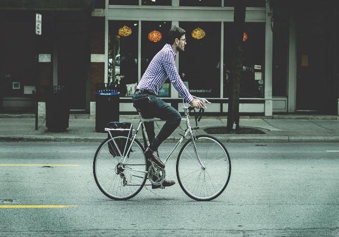 andare in bici contromano