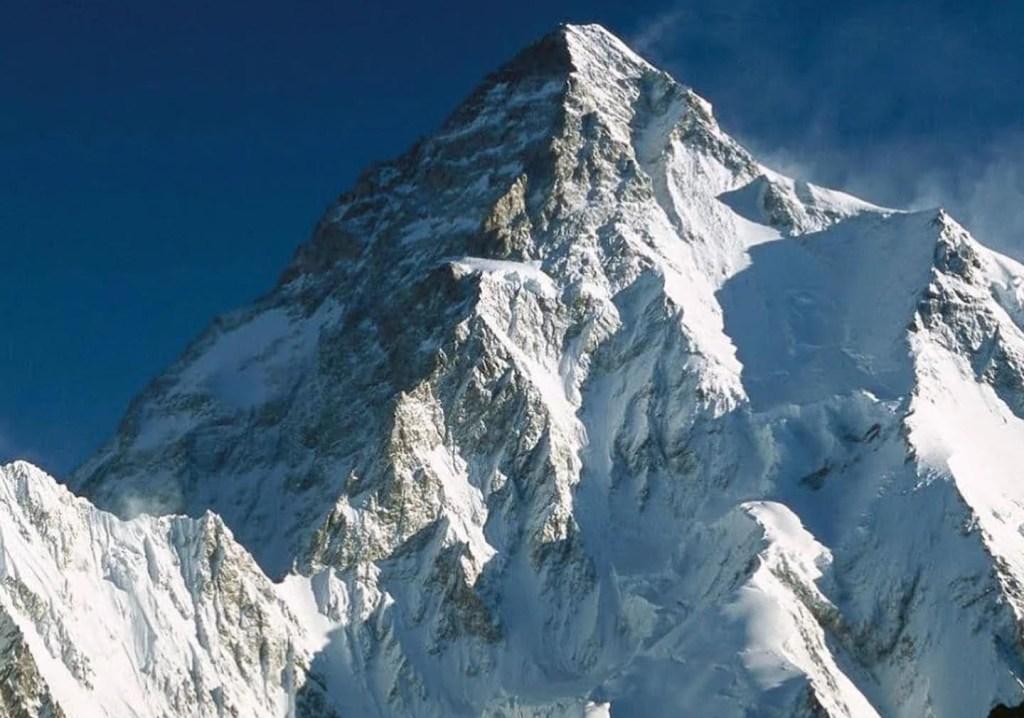 Prima invernale del K2: 10 sherpa raggiungono assieme la vetta ed è Storia