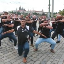 15.6.2017 Praha / Sport/ Ragby/ Novozelandsti ragbyste predvedli u Rudolfina tanec Haka FOTO CPA