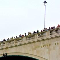 7 postupne se zaplnil i most za cilovou lajnou