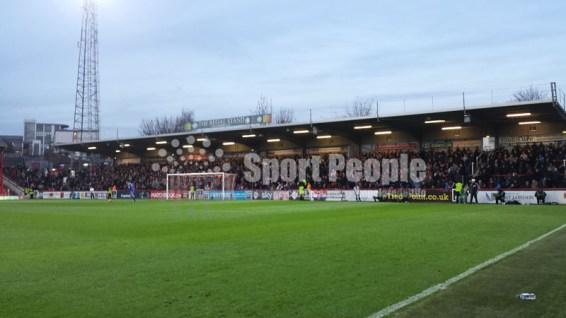 Brentford-Nottingham-Forest-Championshio-2015-16-06