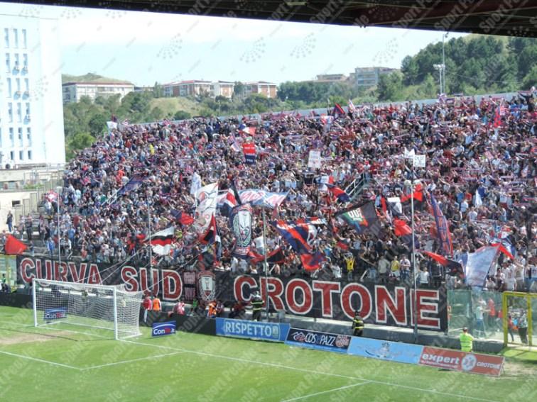 Crotone-Latina-Serie-B-2015-16-01