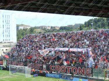 Crotone-Latina-Serie-B-2015-16-03