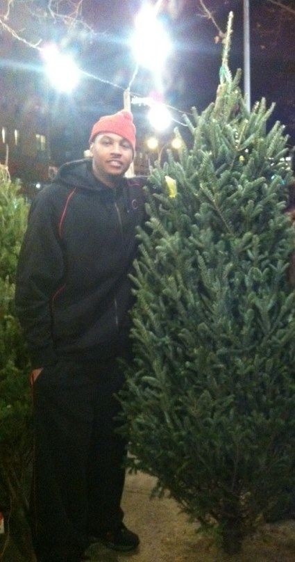 Heres A Photo Of Carmelo Anthony Shopping For A Christmas
