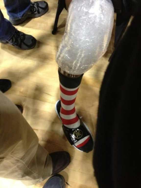 dwyane-wade-cat-in-the-hat-socks