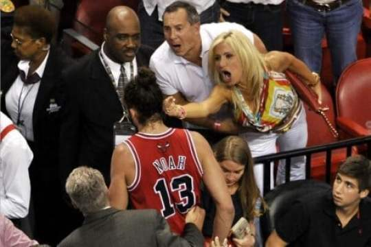 miami-heat-fan-middle-finger