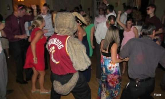 cleveland-cavaliers-moondog-wedding-2