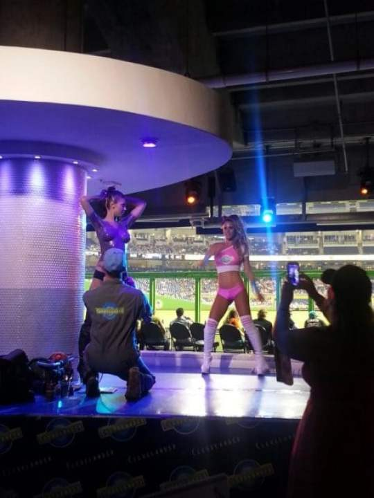 miami-marlins-topless-body-painting-1